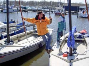 Boot reinigen - zwei arbeiten einer hat Spaß