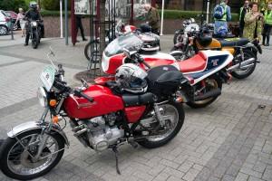 Wanderpause mit zwei der anderen Hondas