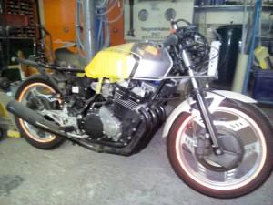 wenn viel abgebaut ist wird so ein Motorrad auch richtig leicht